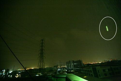 """组图:2008年广东佛山惊现""""飞棍""""UFO"""