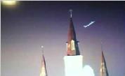 组图:不明飞行物快速掠过圣路易斯大教堂