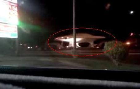 美国神秘51区卡车趁夜色运载疑似UFO(图)