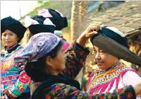 拉祜族奇特风俗之妇女剃光头