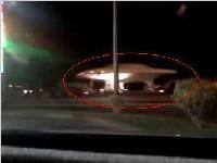 美国神秘51区卡车趁夜色运载疑似UFO