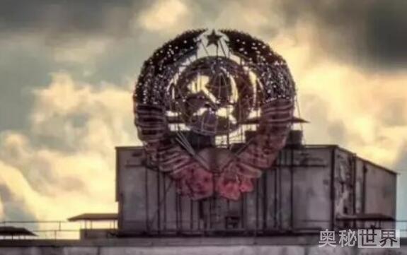 世界十大禁地介绍:曼威斯山英国皇家空军、大灾难紧急操控中心、伊势神宫、39号房间、51区、怀特绅士俱乐部 、莫斯科地铁2号线、33号俱乐部、梵蒂冈机密档案室、梅日戈尔耶镇;下面就让我们一起来了解下这些地方。 世界十大禁地之梅日戈尔耶镇  梅日戈尔耶镇是俄罗斯一个封闭的村镇,据传闻,镇里住的都是在亚曼塔瓦山周边从事高度机密任务的工作人员,直到1979年这个小镇才为世人所发现。亚曼塔瓦山高达1640米(5381英尺),是乌拉尔山脉南部最高的山峰,连接着考斯温斯凯山脉(向北600千米)。它曾被美国怀疑是一所工程
